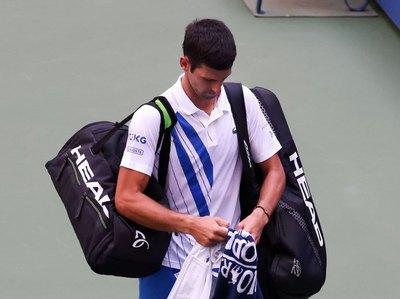 Djokovic y el reducido grupo de célebres tenistas descalificados