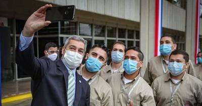 La Nación / Mario Abdo persiste en aglomerarse, pese a directriz sanitaria