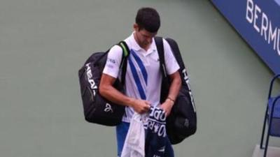 Tras pelotazo a jueza y posterior descalificación, estas fueron las palabras de disculpas de Djokovic