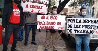 La Nación / Sindicalistas rechazan propuesta de pago fraccionado de aguinaldo