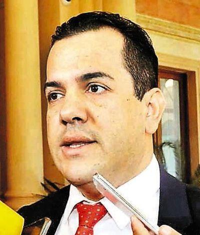 """Caso Friedmann: pérdida de investidura aún no se """"instaló"""" en el Parlamento, dice Salomón"""