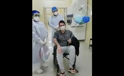 El doctor Pallarolas sale de alta tras superar al covid-19
