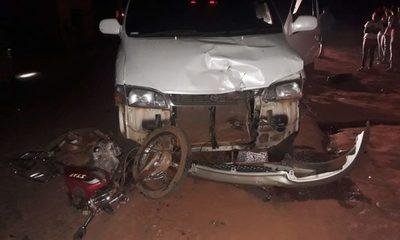 Motociclista sin licenciada de conducir es atropellado violentamente por un minibús – Diario TNPRESS