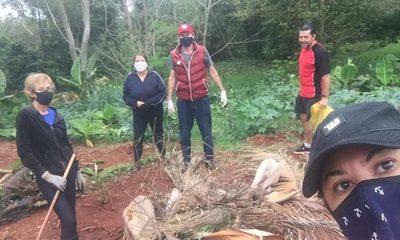 Vecinos realizan minga ambiental en Parque Independencia