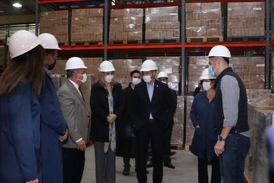 Presidente visita fábrica de cosméticos en San Lorenzo en el Día de la Industria