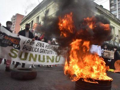 Universitarios piden al Gobierno la exoneración de aranceles del 2020