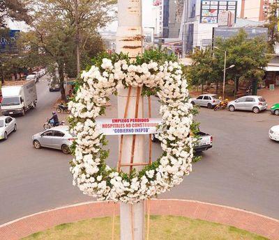 Corona de flores, por los empleos perdidos en CDE