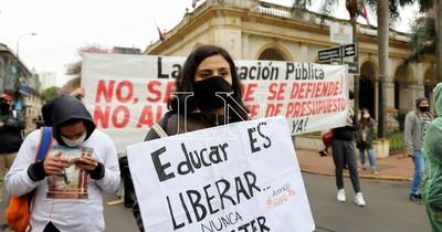 La Nación / Universitarios piden a Abdo exoneración de aranceles con fondos de Itaipú y Yacyretá
