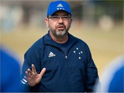 El Cruzeiro de Raúl Cáceres despide a su técnico