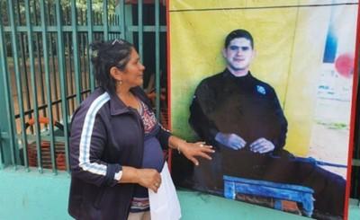 """Confirman a madre de Edelio que """"desde hace tiempo"""" perdió a su hijo"""