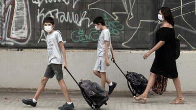 En España inician clases en medio de rebrotes y a la espera de vacunas