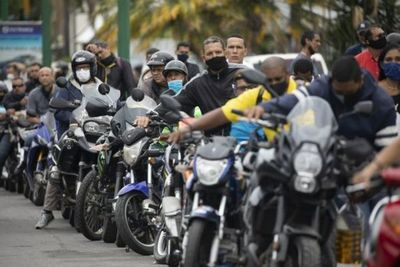 Vuelve la escasez de gasolina a Venezuela