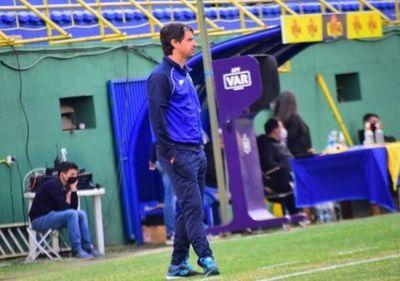 Rodrigo López dejó la dirección técnica de Luqueño