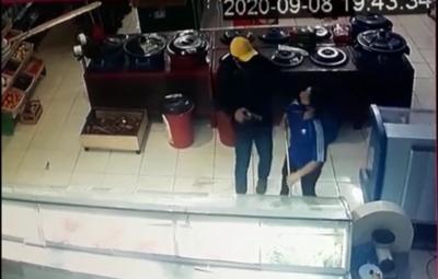 Asaltantes se llevan hasta la caja registradora de minisúper en Luque