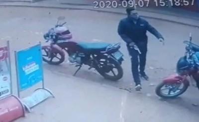 Repartidor víctima de asalto por parte de dos motochorros armados