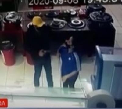 Delincuentes roban G. 60 millones de un Autoservicios
