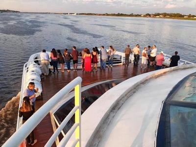 Más de 200 personas presenciaron el amanecer durante primer paseo en Ferry hasta el Chaco por Gs. 15.000