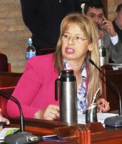 Concejal denuncia que sus pares asisten a sesiones teniendo covid
