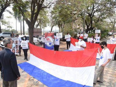 Ciudadanos se manifiestan contra la corrupción frente al Congreso