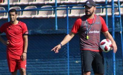 Carlos Humberto Paredes y el cuerpo técnico que asumirá en Luqueño