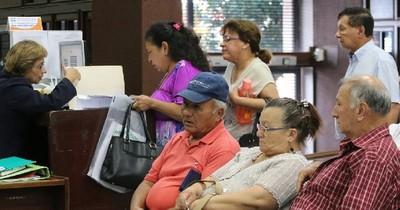 La Nación / Según Hacienda, programa de Adultos Mayores genera satisfacción