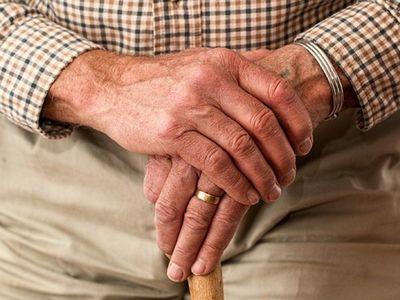 Abuelo denunció que le suspendieron su pensión