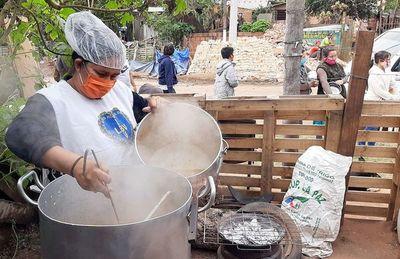 Ronda de la caridad entrega 400 platos de comida  a familias vulnerables