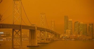 La Nación / Incendios forestales tiñen los cielos de San Francisco de un naranja apocalíptico