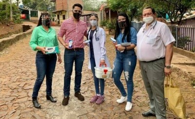 ApareZIo para hacer campaña repartiendo ivermectina en los barrios