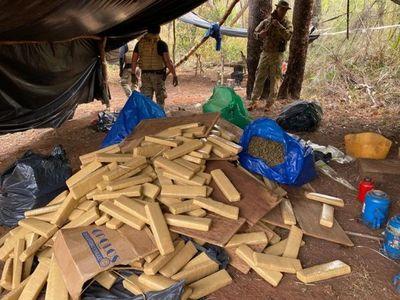 Tras enfrentamiento incautan casi 5 toneladas de marihuana en Cascada