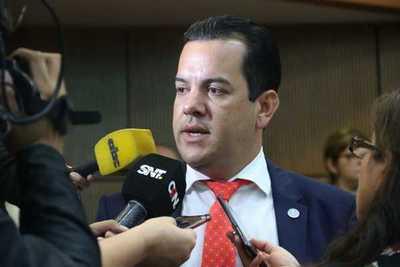 Cámara de Senadores rechazó tratar sobre tablas pedido de pérdida de investidura de Rodolfo Friedmann