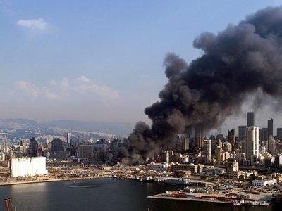 Un incendio en el puerto estremece de nuevo a Beirut
