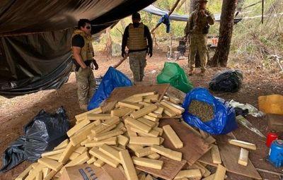 Tras enfrentamiento con narcos incautan toneladas de marihuana en Amambay