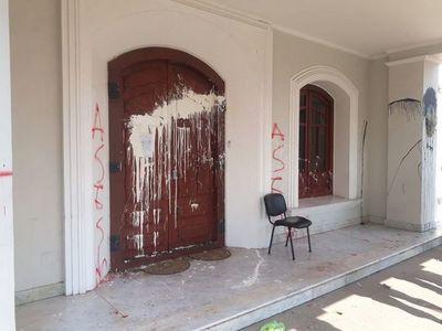 Daños materiales y un policía herido tras ataque en consulado paraguayo en Resistencia
