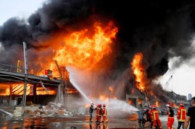 Enorme incendio vuelve a sacudir el Puerto de Beirut