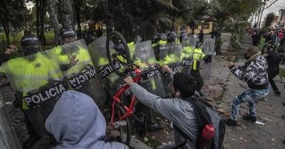 La Nación / Colombia: 10 muertos en protestas contra violencia policial