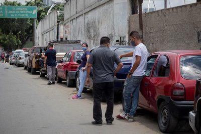 Venezuela anuncia un nuevo plan de contingencia ante la escasez de gasolina
