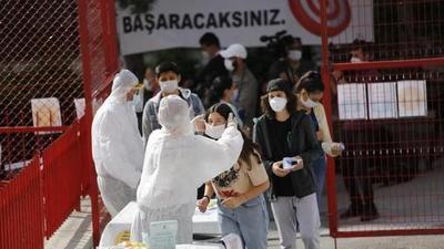 El castigo en Turquía por no llevar mascarilla: leer 10 libros