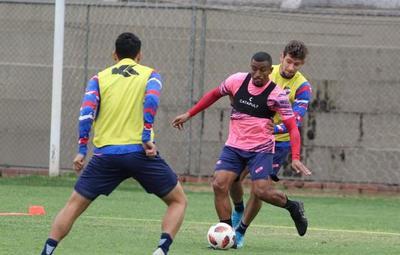 ¡Detectan 17 casos en Nacional y postergan duelo ante Cerro Porteño!