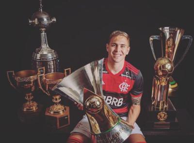 Rodeado de Copas, Piris da Motta hizo una emotiva despedida de Flamengo