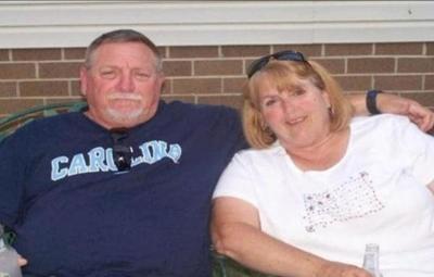 El Covid-19 no dio tregua: pareja de estadounidenses muere tomada de la mano
