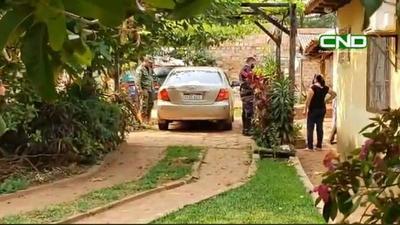Concejal atrincherado en su auto para no ir preso tras ser acusado de abuso a menor de 14 años
