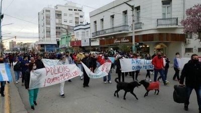 Rebelión policial en Argentina: Exigen mejores recursos y un sueldo digno