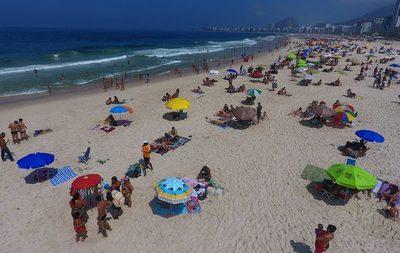 Río de Janeiro reimplanta restricciones por aglomeraciones en bares y playas