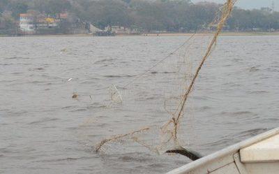Retiran 350 metros de redes de monofilamento y 100 metros de espineles del Lago Ypacaraí