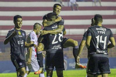 El Decano golea y viajará motivado para jugar la Libertadores