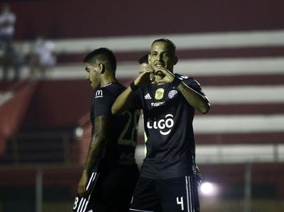 Luis De La Cruz brilla en la goleada franjeada