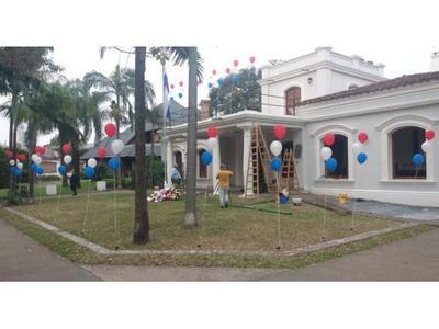 Tras ataque, amanecieron flores y globos en Consulado