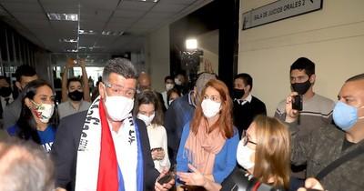 La Nación / Ratifican medidas alternativas a la prisión de Efraín Alegre