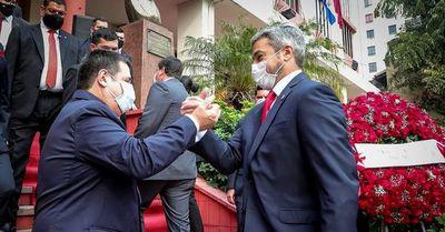 """Abdo y Cartes se dieron el """"abrazo cicatriz"""" en el aniversario de la ANR"""